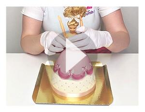 Assemblage du gâteau poupée après réception