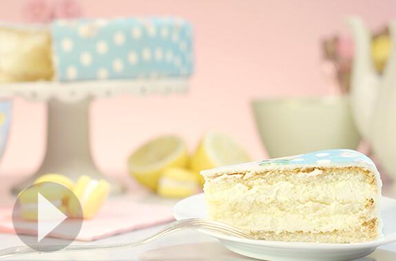 Gâteau à la vanille avec fourrage au citron
