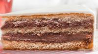 Gâteau à la vanille avec fourrage nougat