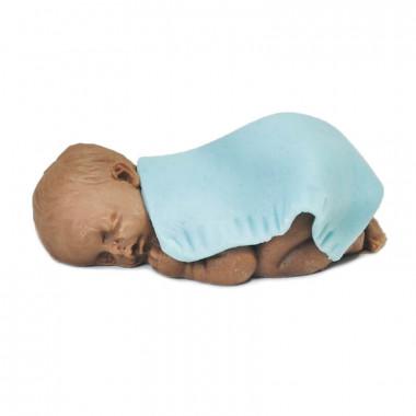 Figurine de bébé à peau noire avec couverture bleue