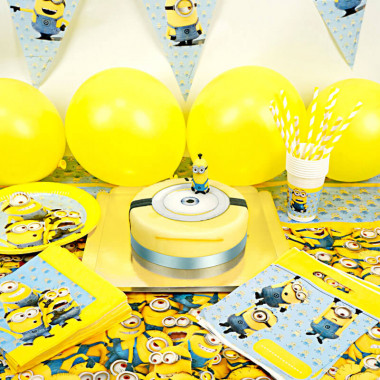 """Kit d'anniversaire """"Minions"""" (gâteau inclus)"""