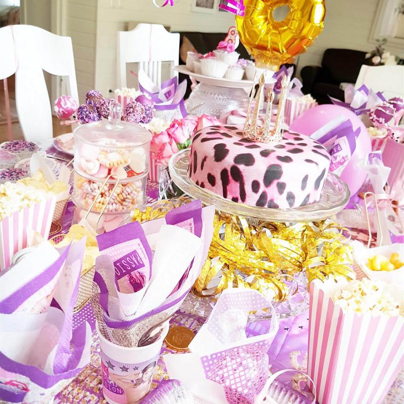 Różowy tort ze wrorem w panterę