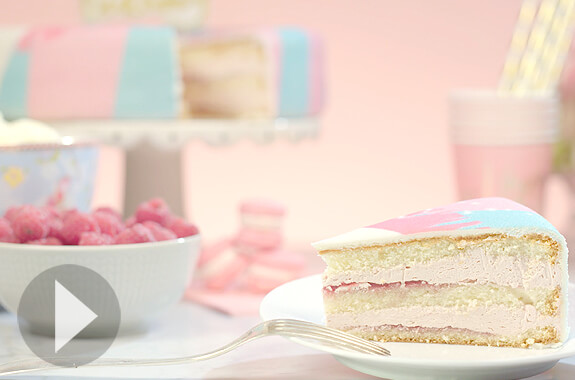 Gâteau à la vanille avec fourrage framboise