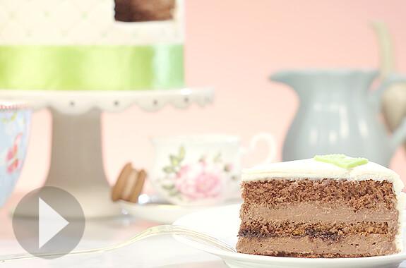 Gâteau au chocolat avec fourrage au fudge chocolat