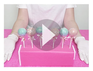 Voici comment faire un présentoir pour vos Cake-Pops grâce à leur emballage